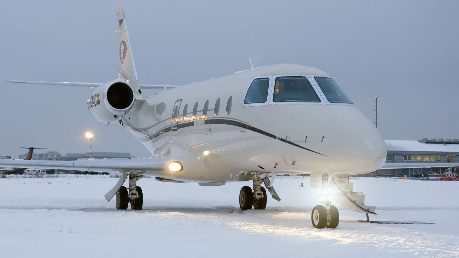 Flugzeug auf Schnee