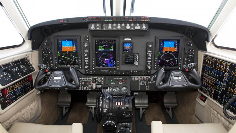 Beechcraft_King-Air-C90GTx_cockpit