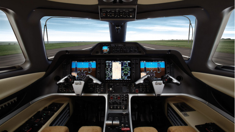 Embraer_Phenom300_Cockpit