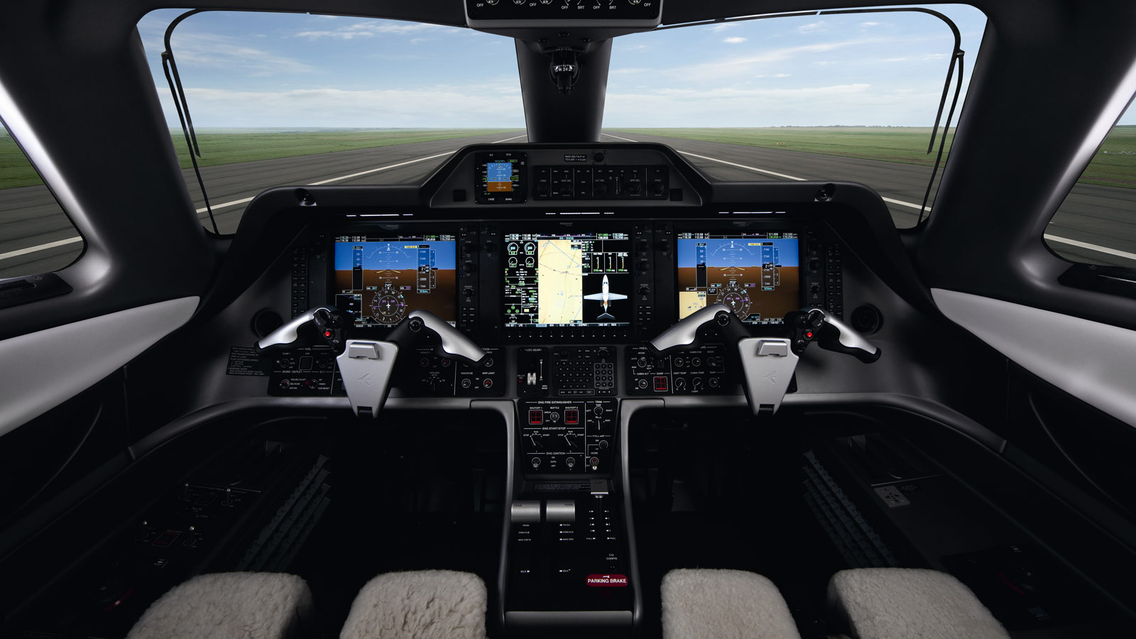 Embraer_Phenom_100E_cockpit