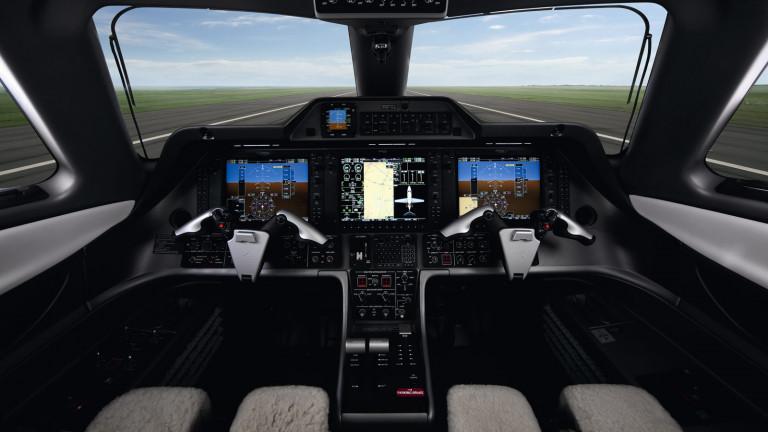 Embraer_Phenom_100E_cockpit