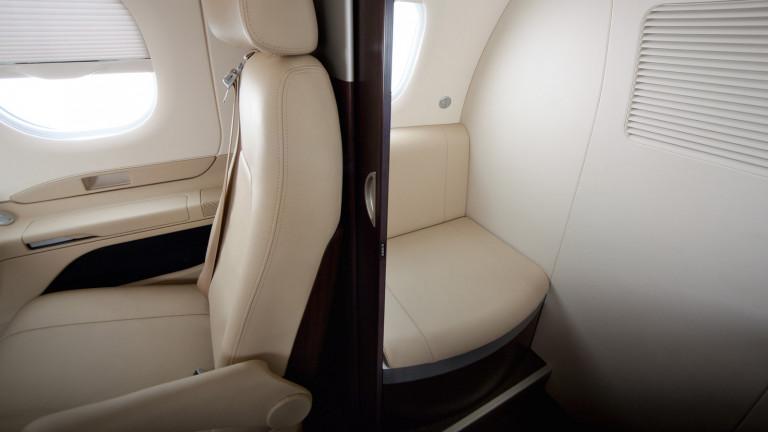 Embraer_Phenom_100E_interior