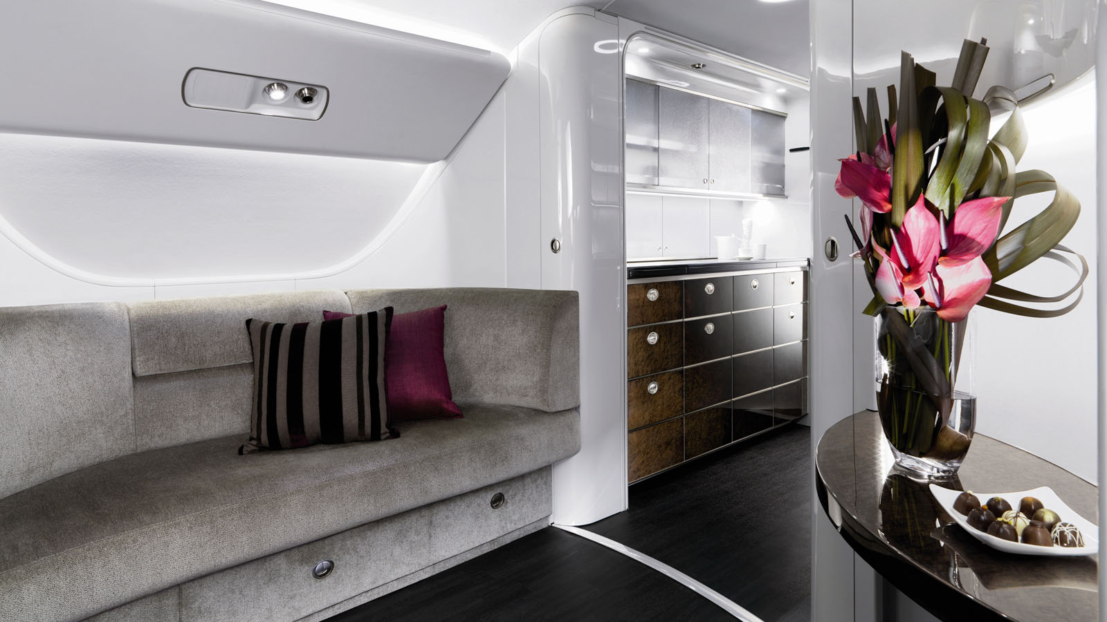 Embraer_Lineage_1000_interior