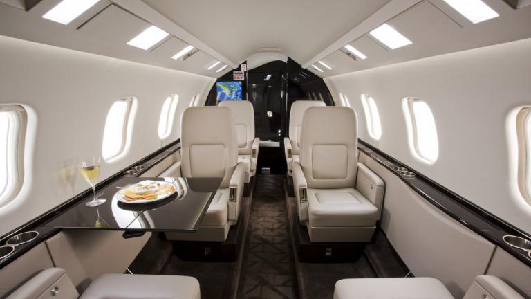 Bombardier_Learjet_60XR_Cabin