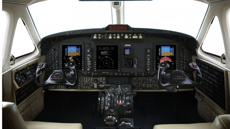 Beechcraft_KingAir_250_cockpir